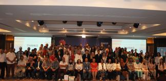 Les lauréats et leurs professeurs lors de la cérémonie officielle de la Huawei ICT Academy