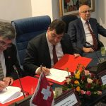 le ministre du Tourisme et de l'Artisanat René Trabelsi, et l'ambassadeur de Suisse en Tunisie Etienne Thévoz